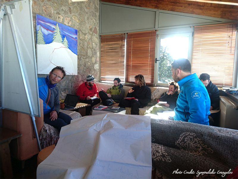 f26f3f1a285 Εκπαίδευση σε θέματα πρόληψης, έρευνας και διάσωσης από χιονοστιβάδα από  την Ελληνική Ομάδα Διάσωσης και